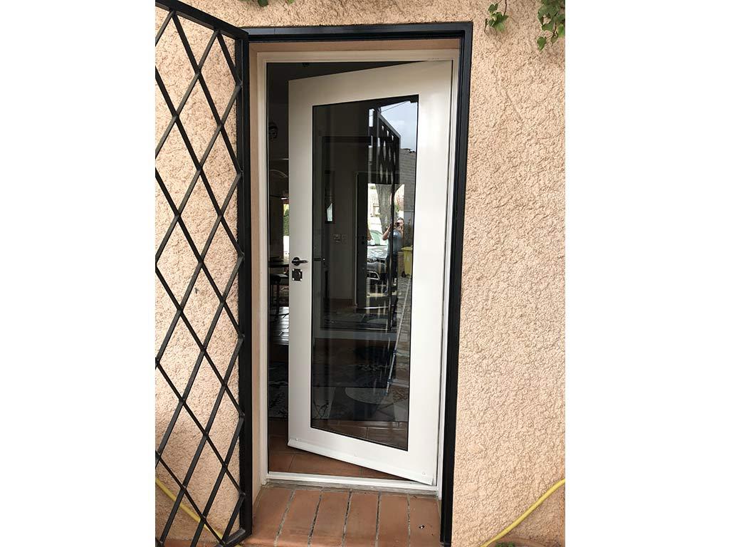 Grille métallique de protection de porte-fenêtre